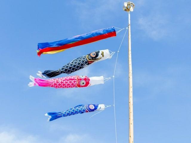 japońskie latawce w kształcie karpia
