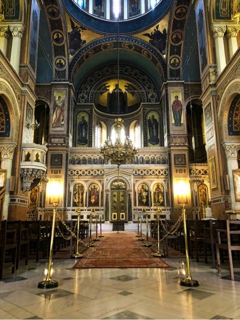 wnętrze katedry zwiastowania ateny