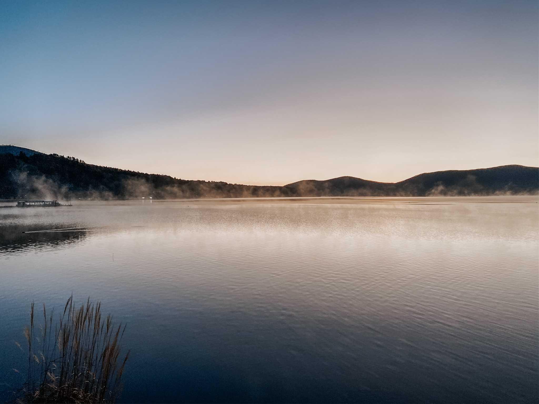 jezioro yamanaka wchód słońca